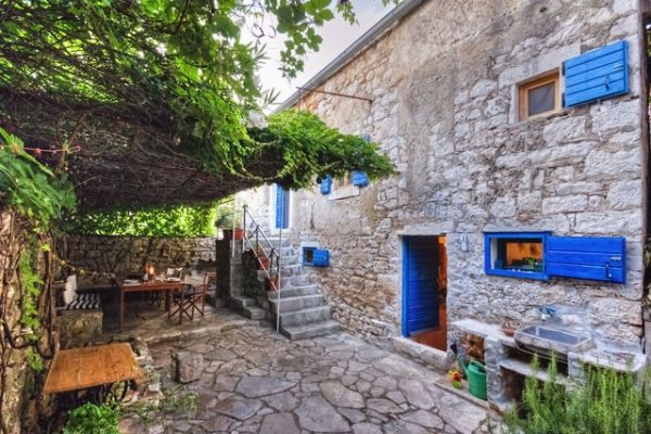 Holiday home in Hvar - House Mediterranea: View from garden entranc