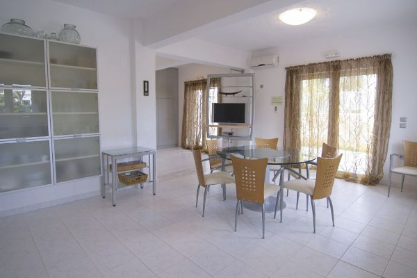 Luxury villa at the beach: Dining area (ground floor)