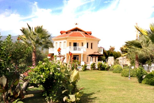 Dalyanjewel luxury villa with landscaped garden: Large gardens and private pool
