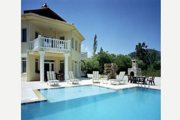 Dalyanjewel luxury villa with landscaped garden: Private pool