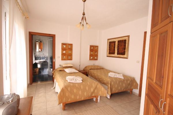 Dalyanjewel luxury villa with landscaped garden: Bedroom