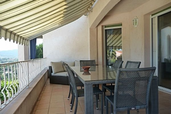 Villa: Terrace with dining table