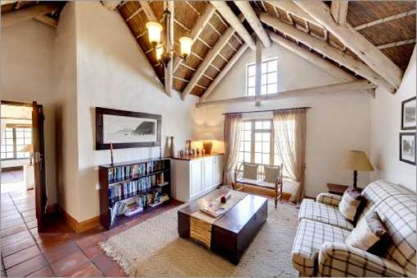 Cape Dutch style villa: Reading room