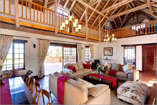 Cape Dutch style villa: Lounge