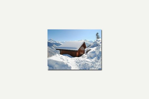 Luxury  chalet with stunning views: Snowy day at Chalet Munro!