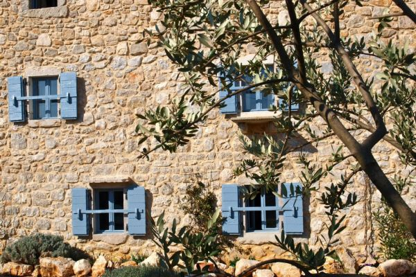 Spendid rustical stone house: Olive and sun