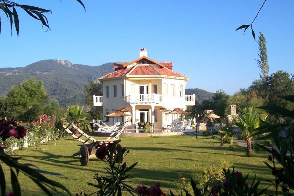Dalyanjewel luxury villa with landscaped garden: 6 bedroom villa put pool and g