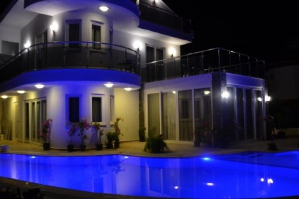 Ultra modern and luxurious villa: Dalyandream at night