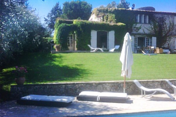 Villa with private pool: The villa from the pool