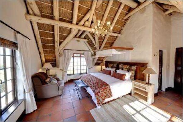 Cape Dutch style villa: Bedroom Silvermine