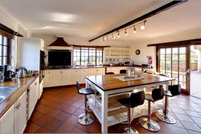 Cape Dutch style villa: Kitchen