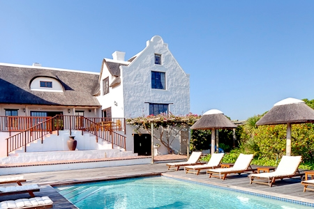 Cape Dutch style villa: Pool deck