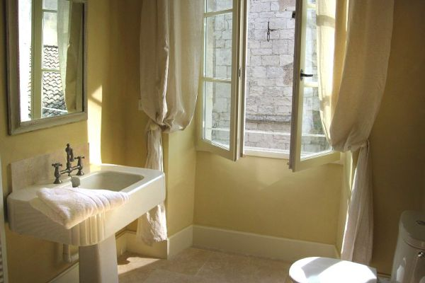 Elegant 17th century villa: en suite bathroom